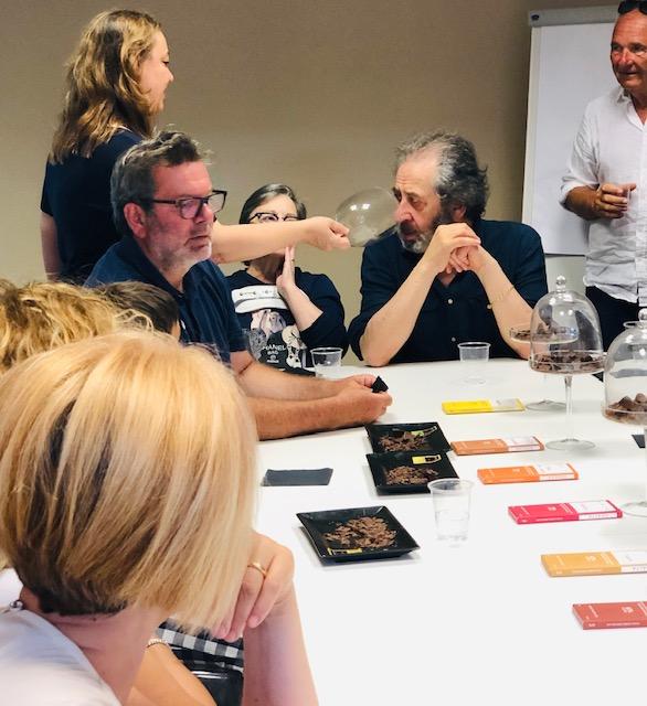 il giornalista Salvatore Marchese durante la degustazione guidata dei cioccolati Noalya